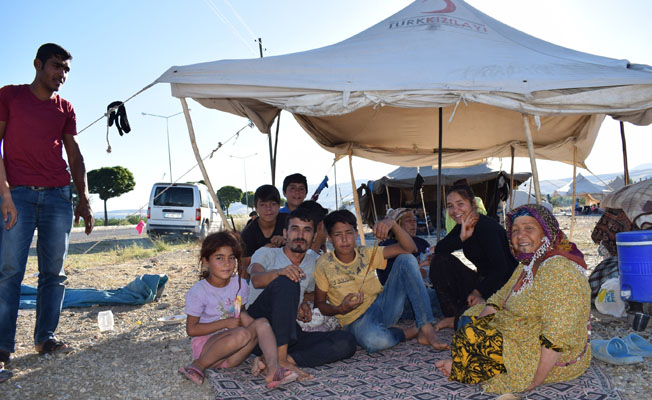 Mevsimlik işçiler, kaldıkları çadırlarda sorunlarla boğuşuyor