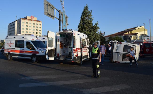 Tarım işçilerini taşıyan minibüsler kaza yaptı: 4'ü ağır 27 yaralı