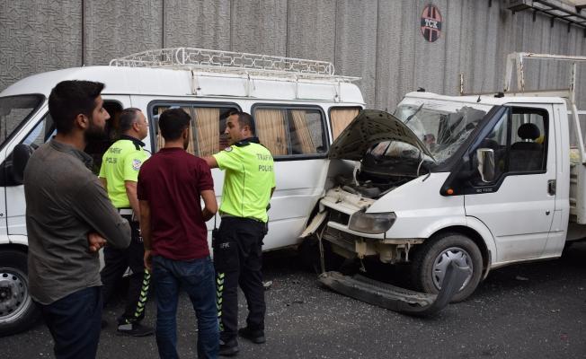 Adliye Kavşağı'nda kaza: 2 yaralı