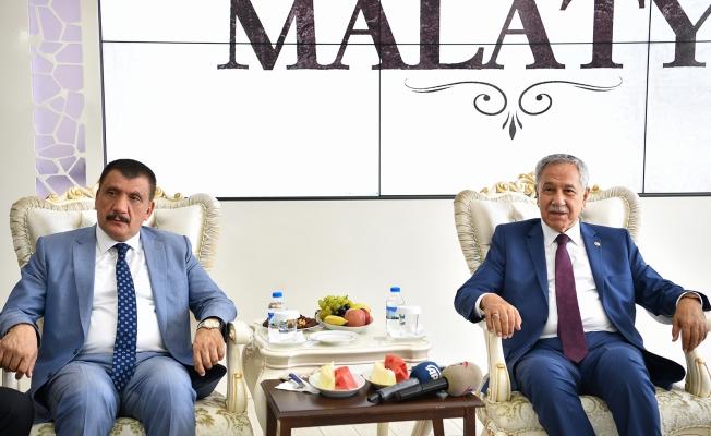 Arınç'tan Başkan Gürkan'a Övgü