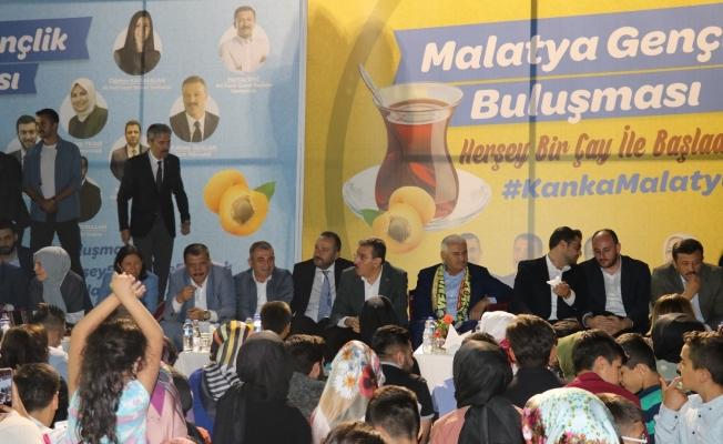 Binali Yıldırım Malatya'da gençlerle bir araya geldi!
