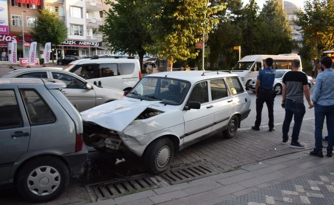 Kaza yapan araç sürücüsü öyle bir şey yaptı ki!