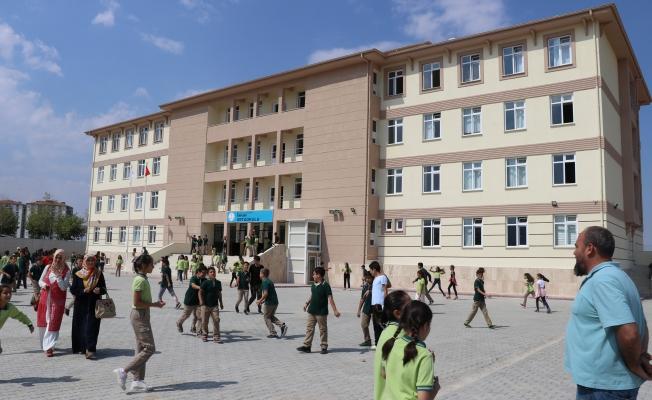 Okulda skandal: Veli, okul müdürünü silahla tehdit etti!
