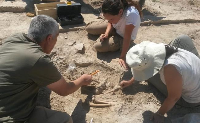 Arslantepe'de 5 bin 700 yıllık çocuk iskeleti! İşte o görüntüler...