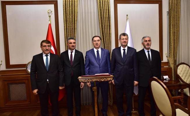 Kamu Başdenetçisi Şeref Malkoç Vali Baruş'u ziyaret etti