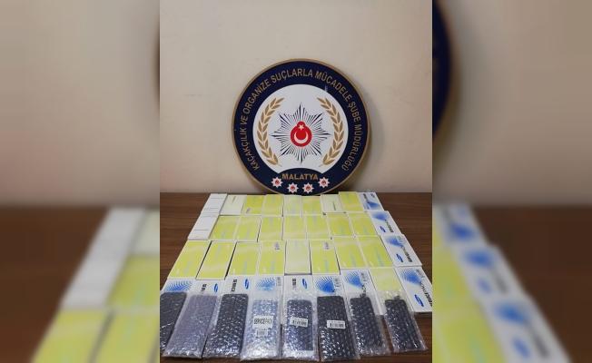 Kaçak cep telefonu aksesuarları ele geçirildi: 1 zanlı yakalandı!