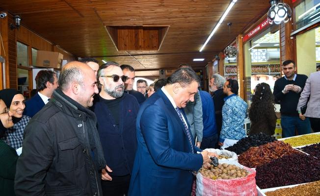 Ünlü oyuncular Şire pazarında