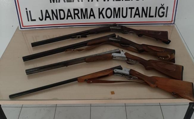 Malatya'da ruhsatsız 4 av tüfeği ele geçirildi