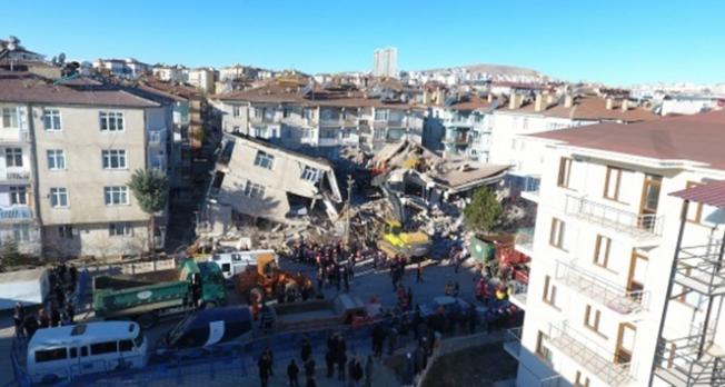 39 kişi enkazdan sağ kurtarıldı!