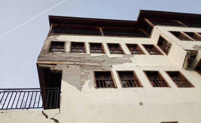 Arapgir'de 500'e yakın bina depremden zarar gördü