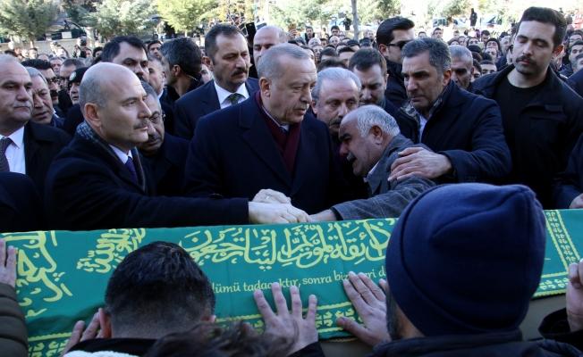 Cumhurbaşkanı Erdoğan, depremde hayatını kaybedenlerin cenaze törenine katıldı!