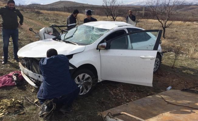 Doğanşehir yolunda otomobil takla attı: 3 yaralı!