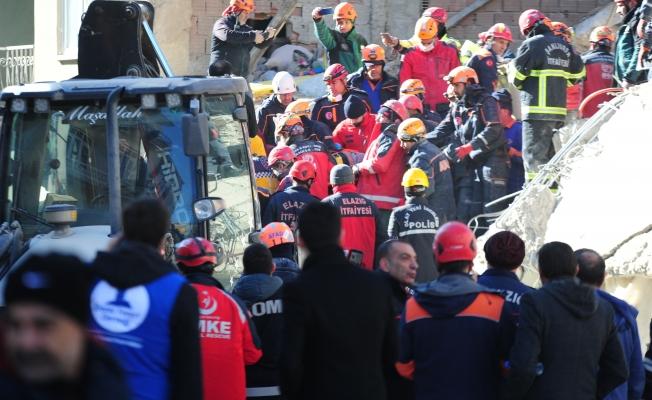Enkazdan 8 kişi kurtarıldı 1 kişi hayatını kaybetti!