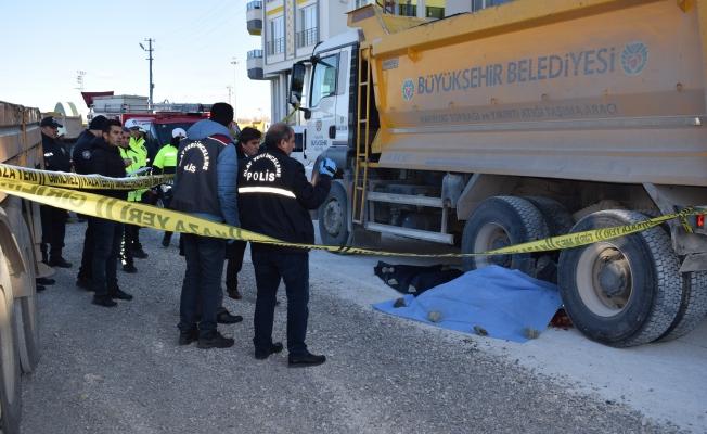 Malatya'da feci ölüm: Hafriyat kamyonu belediye işçisini ezdi!