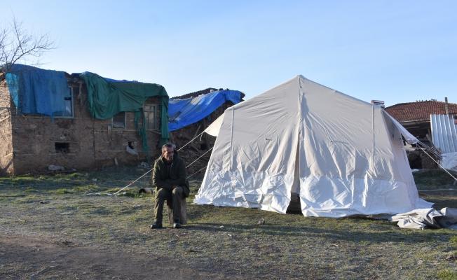 Malatya'da depremzedeler geceyi çadırda geçiriyor!
