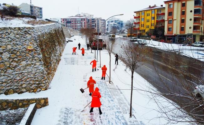 Malatya'da karla mücadele!..