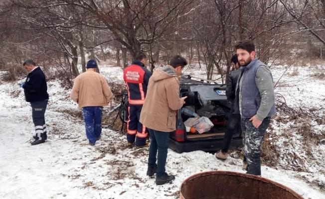 Otomobil buzlanan yolda kaza yaptı: 5 kişi yaralandı!