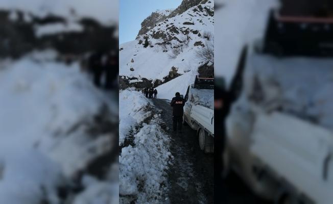 Yardım konvoyu çığ nedeniyle yolda mahsur kaldı!