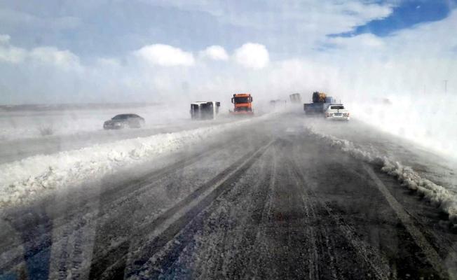 Yolcu otobüsü devrildi: 14 kişi yaralandı!