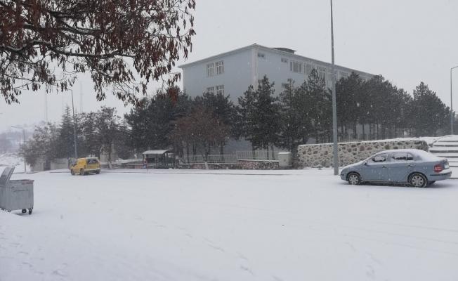 Arguvan'da ulaşıma kar engeli!