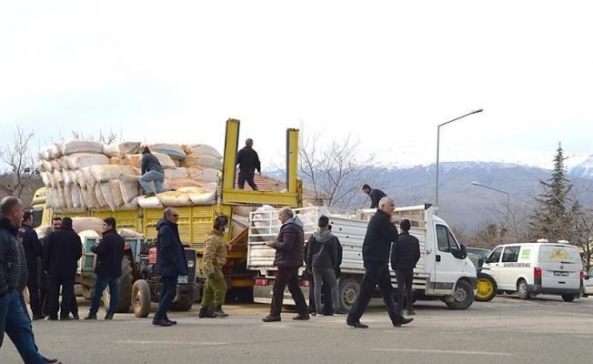 Malatya'da depremzede çiftçilere 69 ton yem verildi!