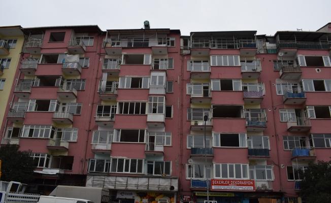 Malatya'da ağır hasarlı binaların tahliye işlemleri sürüyor