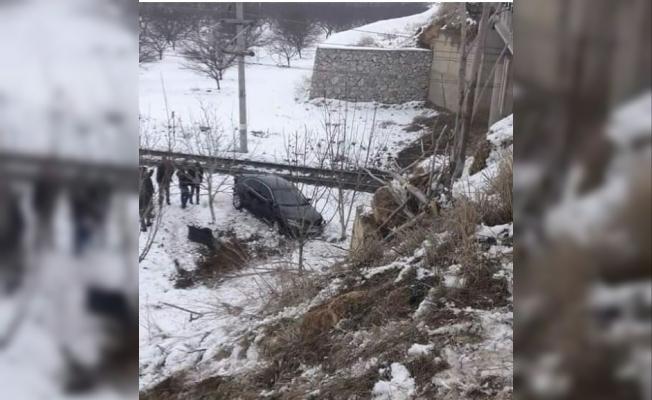 Otomobil köprüden kayıp şarampole uçtu: 1 yaralı