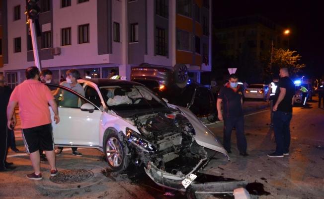 Fahri Kayahan Bulvarı'nda korkunç kaza: 4 yaralı!
