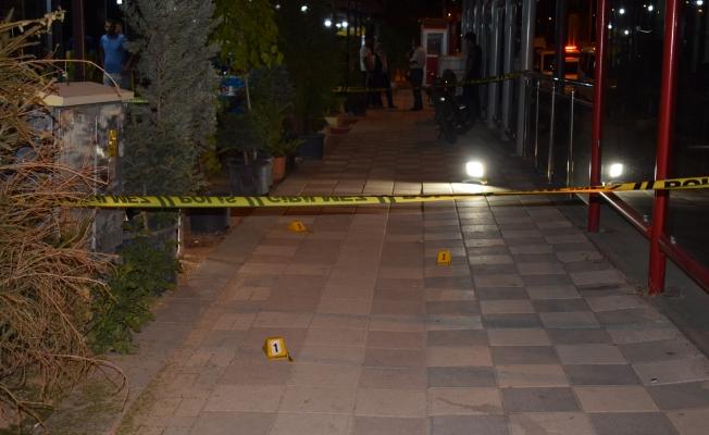 Malatya'da çay ocağına silahlı saldırı: 1 ölü, 2 yaralı!