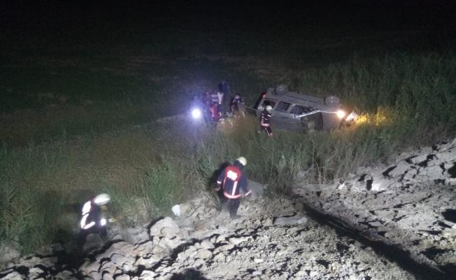 Otomobil şarampole uçtu, 3'ü çocuk 6 kişi yaralandı!