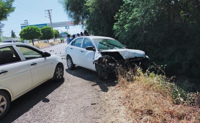 Polisten kaçtı, başka bir polis otosuna çarparak durdu! Yaralandı!...