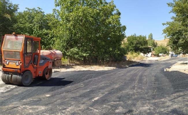 Kuluncak'ta asfalt çalışmaları sürüyor