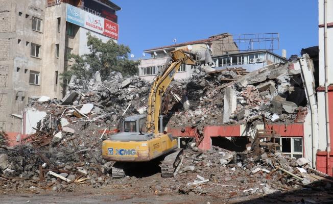 Depremden etkilenen Kız Meslek Lisesi'nin ek binasında yıkım başladı