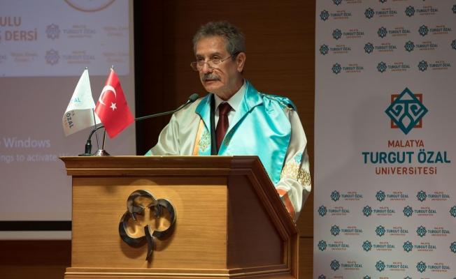 İşadamı Ahmet Çalık'a Fahri Doktora unvanı verildi