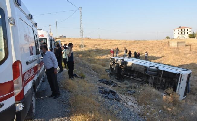 Malatya'da işçi servisi şarampole yuvarlandı: 12 yaralı