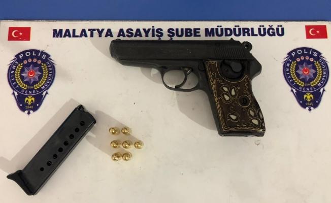 Ruhsatsız silah taşıyan 5 kişiye işlem
