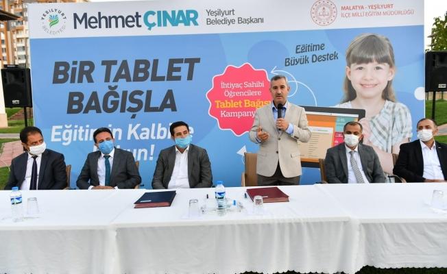 Tablet bağış kampanyasına bir destekte Yeşilyurt Belediyesi'nden