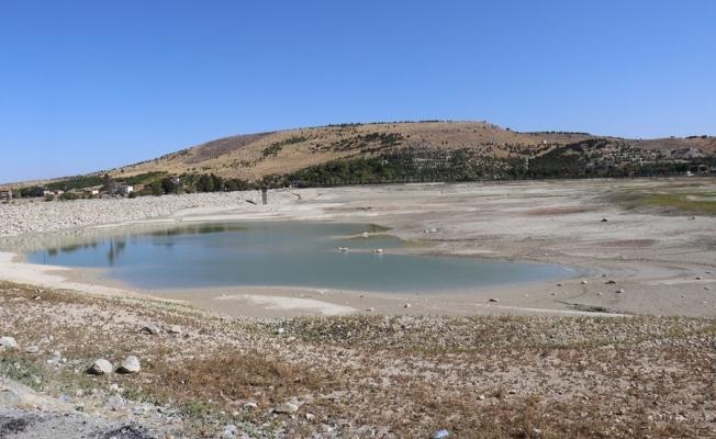 Pınarbaşı Göleti'nde korkutan görüntü! Sular çekildi...