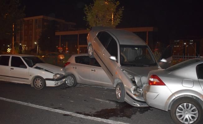 Malatya'da zincirleme kaza: 6 araç birbirine girdi!