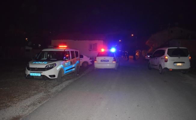 Komşular arasında pompalı tüfekli saldırı! Saçma araca isabet etti