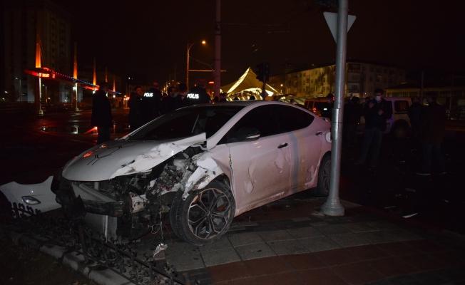 Malatya'da polis şüpheli kovalamacası kazayla bitti: 1 yaralı