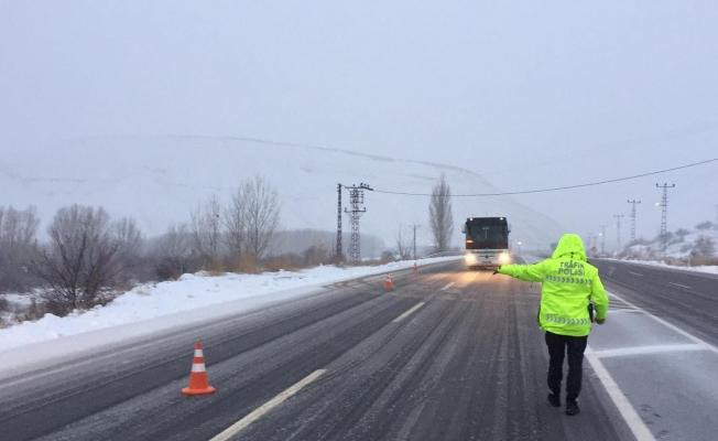 Malatya-Kayseri karayolu TIRların geçişine kapatıldı