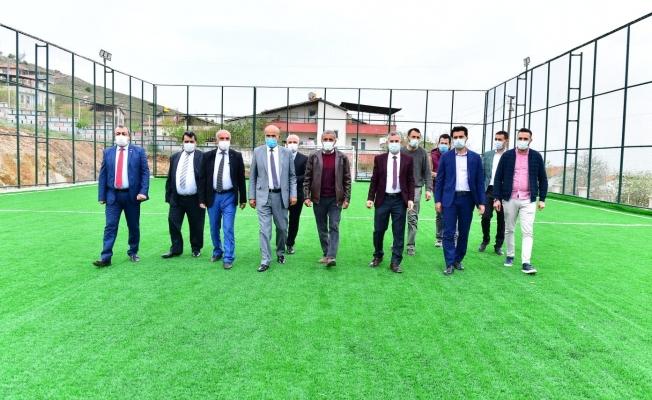 Başkan Çınar, semt sahasını inceledi