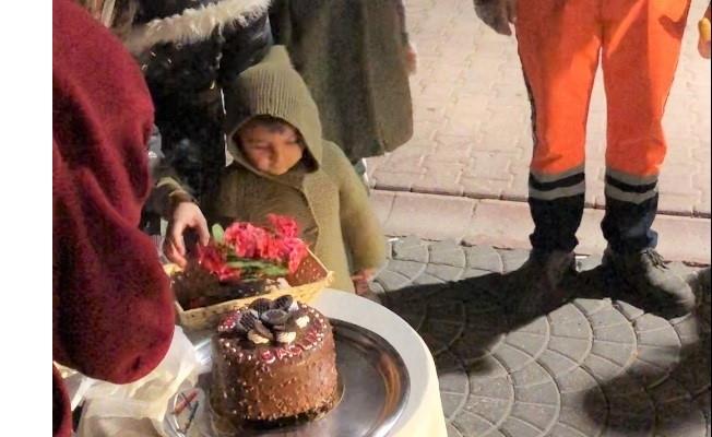 Battalgazi'de temizlik görevlilerine sürpriz kutlama