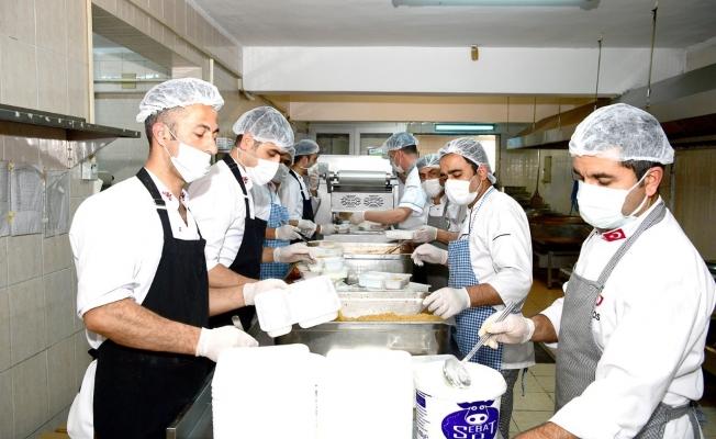 Örnek projede günlük 4 bin kişiye yemek dağıtılıyor
