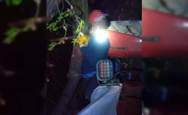 Traktör ile ağaç arasına sıkışarak hayatını kaybetti