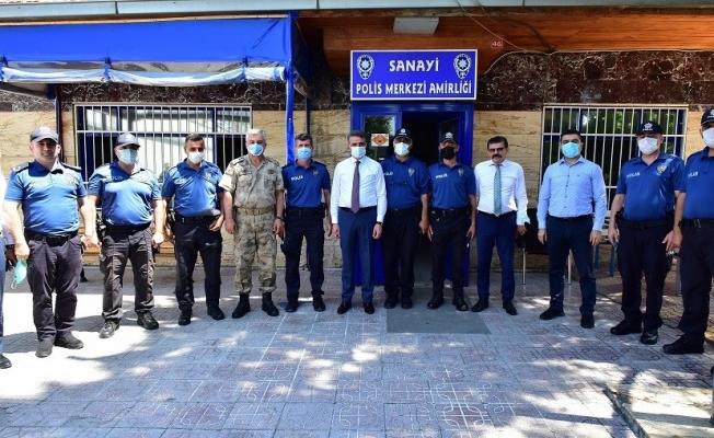 Vali Baruş'tan kolluk kuvvetleri ve sağlık çalışanlarına bayram ziyareti