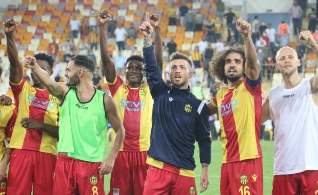 Yeni Malatyaspor'dan galibiyet kutlaması