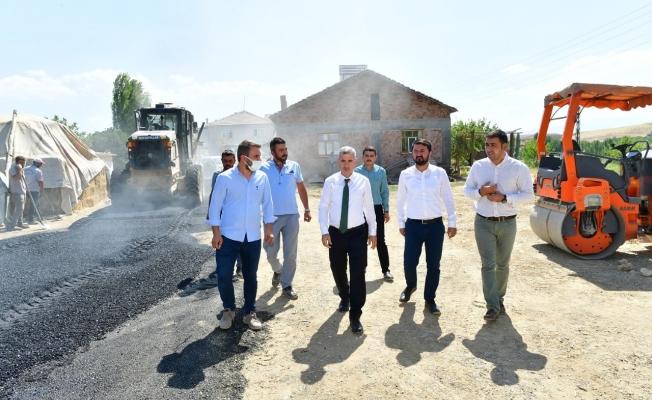Başkan Çınar, Şahnahan'da yol yenileme çalışmalarını inceledi
