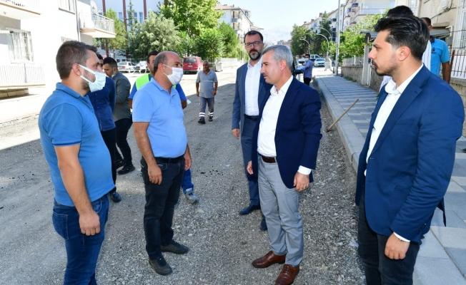 Başkan Çınar yol yenileme çalışmalarını inceledi